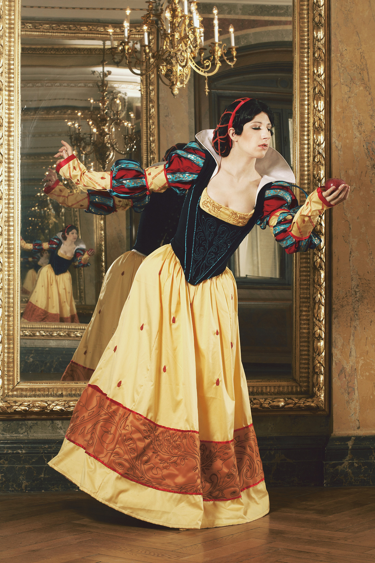 Cosplay Monday: Historically Accurate Snow White | Tosche ...